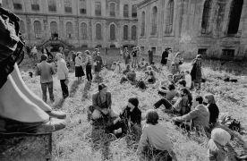 Opening 9x9 Plasy, 26.9. 1981 (1981). Photographer: Bořivoj Hořínek, Jan Malý, Iren Stehli © (Dušan Šimánek Archive)