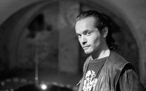Alexander Moust: Portrét (1995). Fotograf: Daniel Šperl
