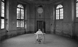 Alison Cornyn: Sand Counting Laboratory Site — installation, performance (1998). Photographer: Daniel Šperl