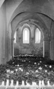 Judith Fleishman: Book of Hours, installation,  — candles, ticking clocks, autumn leaves, Chapel of St. Mary Magdalene (1994). Photographer: Daniel Šperl