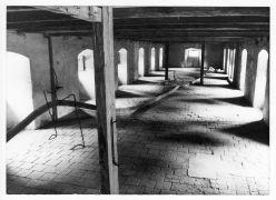 Aleš Hnízdil: Prostorová linie — instalace (1995). Fotograf: Daniel Šperl