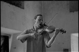 Alan Pavio: Without title — dance and music performance (1995). Photographer: Radek Kodera