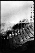 Iris Honderdos: Hands — installation (1992). Photographer: author´s archive