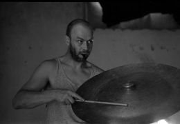 Jacques M. van Poppel: Performance in four Days — performance, granary (1995). Photographer: Radek Kodera
