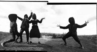 Skrytá tvůrčí jednotka:  (1999)Fotograf: jednotka
