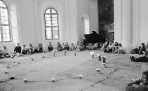 Christof Schläger: instalace koncert v kapli sv. Bernarda (1993). Photographer: Daniel Šperl