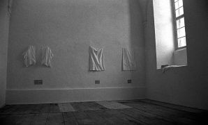 An Seebach: About a Linedrapper — installation (1994). Photographer: Radovan Kodera