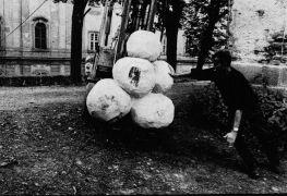 Erik Wijntjes: Wooden sculptures — sorroundings of the monastery (1993). Photographer: Daniel Šperl