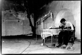 Fred Frith, Pavel Fajt: Fred Frith and Pavel Fajt (1992). Photographer: Iris Honderdos
