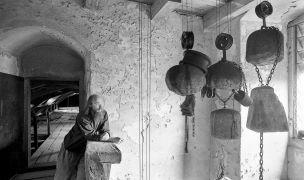 Jan Svoboda: Portrait — in the granary (1995). Photographer: Daniel Šperl